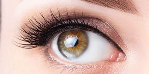 Woman used Latisse to get thick eyelashes