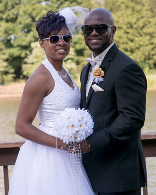 Te' Lavette and her husband wearing sunglasses on their wedding day, due to a contact lens-related eye infection.