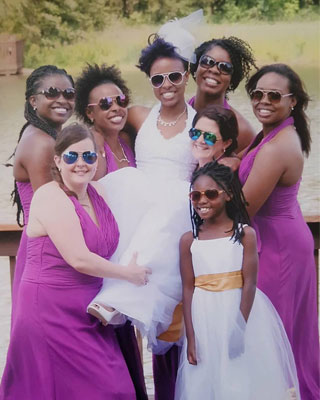 Te' Lavette's bridesmaids all wore sunglasses on her wedding day, in solidarity with Te' who had an eye infection from sleeping in her contact lenses.