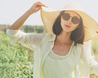 Photograph of a woman wearing a big sun hat